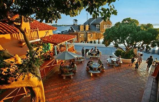 قرية الميناء