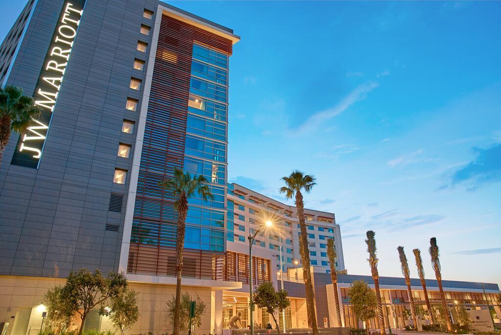 أشهر 7 فنادق للإقامة الممتعة قرب مدينة ديزني بكاليفورنيا