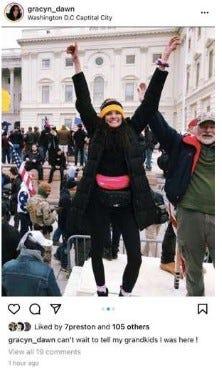 صور السيلفي تودي بأصحابها إلى السجن والاعتقال في أحداث 6 يناير!