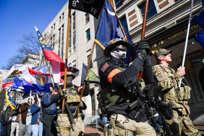 الميليشيا المسلحة غير قانونية: هل ستتخذ السلطات الأمريكية إجراءات صارمة إذا ظهرت في عواصم الولايات الـ 50 في الأسبوع المقبل؟