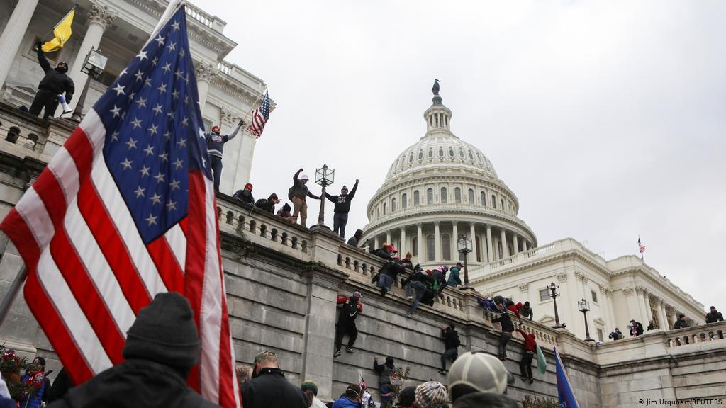 الكابيتول يوم 6 يناير: عضوات في الكونغرس طالبن إزالة أنظمة الإنذار قبل الأحداث والديمقراطيون يدعون إلى التحقيق في نشاط مشبوه