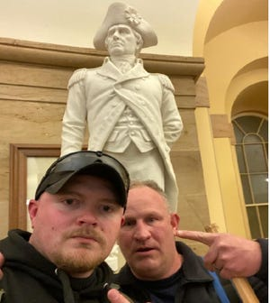 ضباط فرجينيا إلى السجن: اعتقال اثنين من ضباط الشرطة بسبب دورهم في أحداث 6 يناير