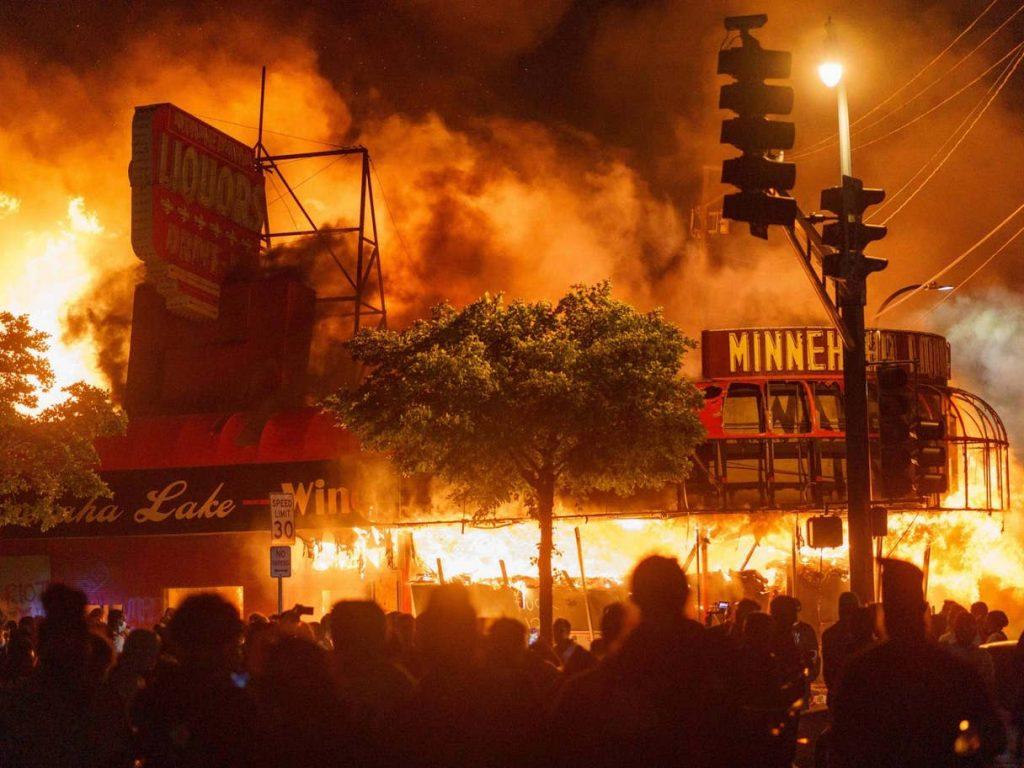 المظاهرات المسلحة في أمريكا: الولايات الـ 50 تستعد للاحتجاجات المسلحة يوم 20 يناير، وتشديد أمني حول الكابيتول!