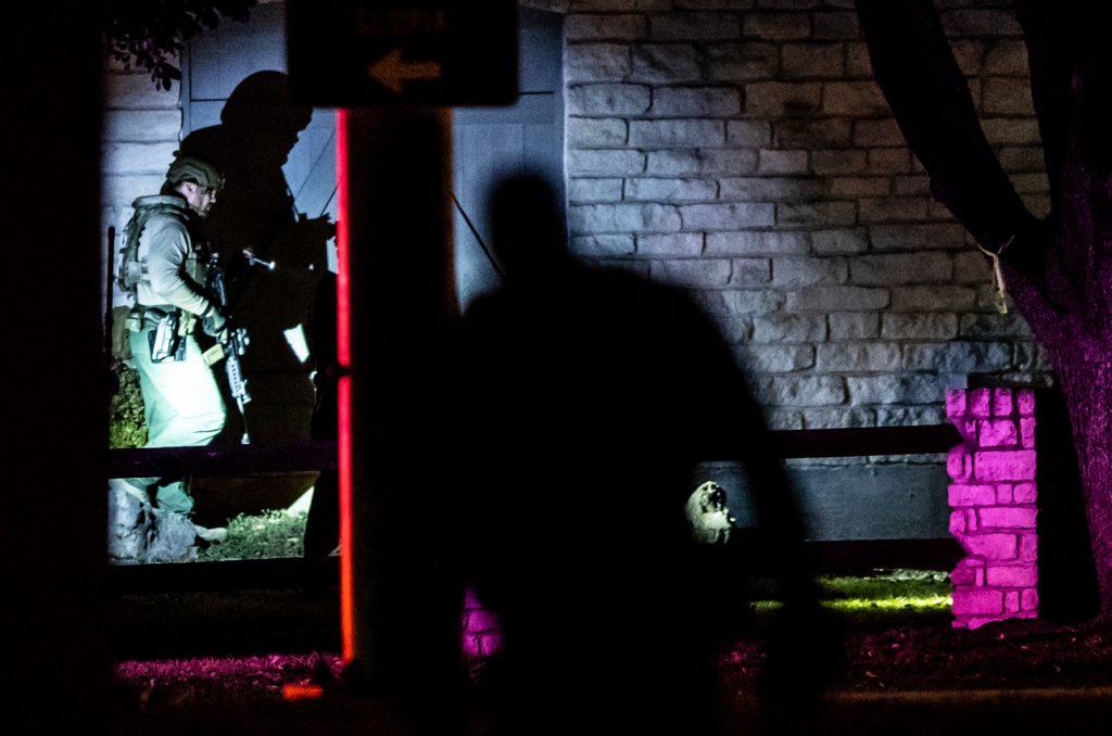 احتجاز رهائن.. ومقتل شخصين في مركز طبي في تكساس / 26 يناير