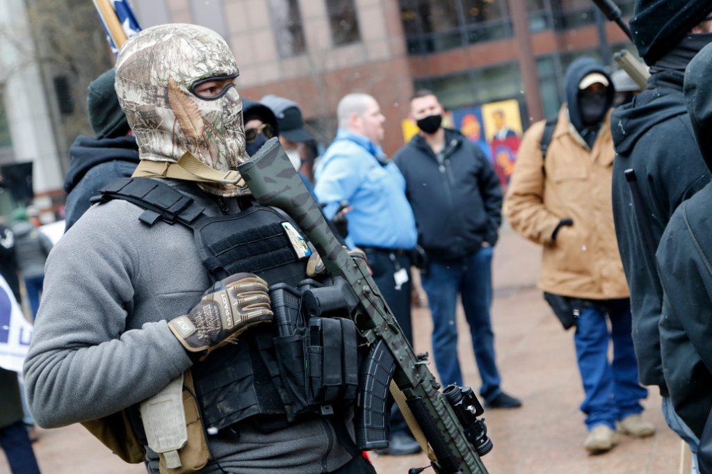 مظاهرات مسلحة في مقرات الدولة: هل بدأت المظاهرات المسلحة في الولايات قبيل يوم التنصيب 20 يناير!