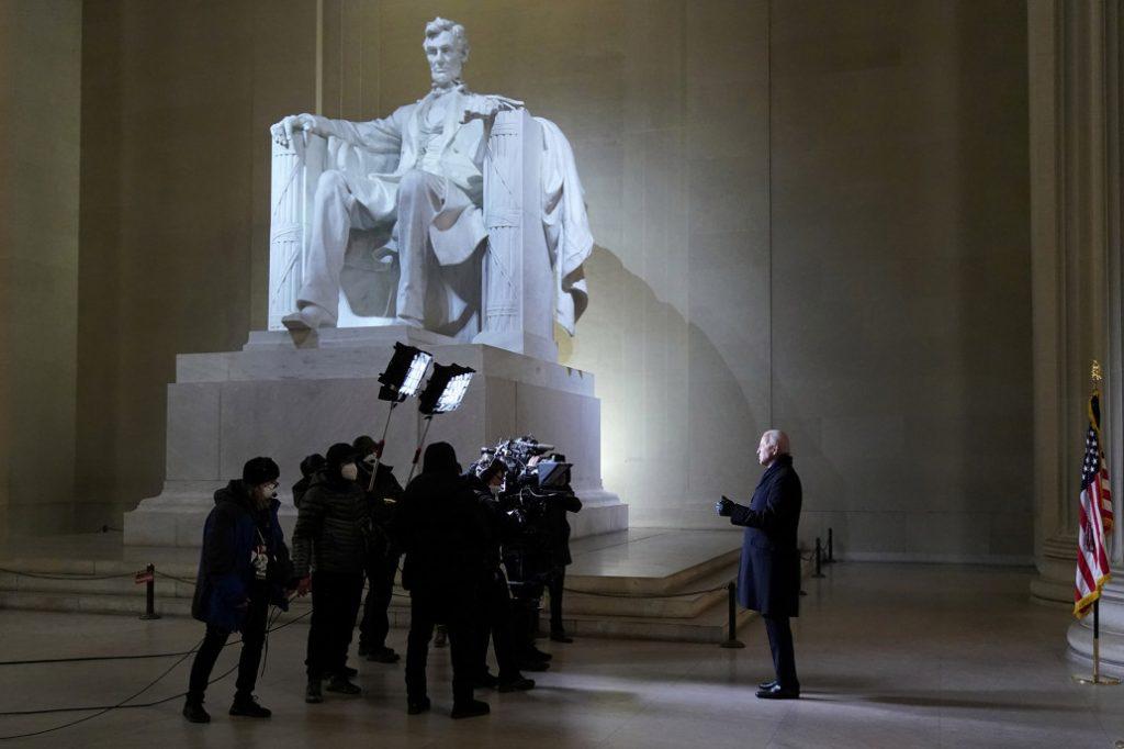 بايدن يدعو إلى الوحدة الوطنية في ليلة التنصيب 20 يناير خلال حفل في نصب لنكولن التذكاري!
