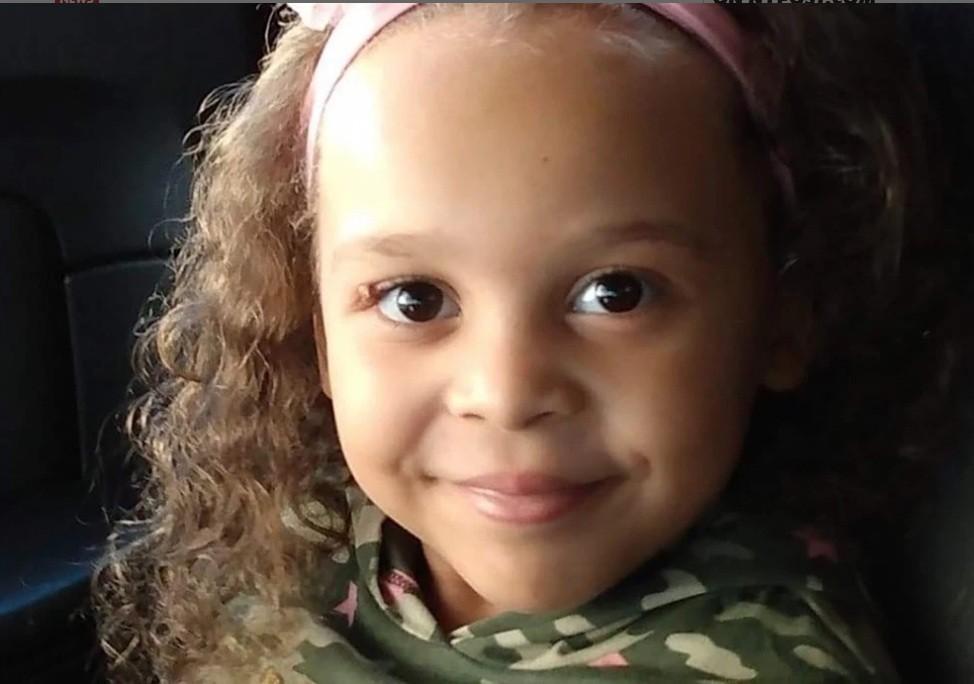 آلاف الدولارات من أجل الطفلة البالغة من العمر 5 سنوات بسبب حادث تحطم الطائرة
