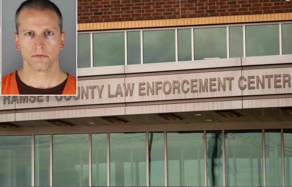 دعوى قضائية: متهم تحت حراسة الضباط البيض / 10 فبراير