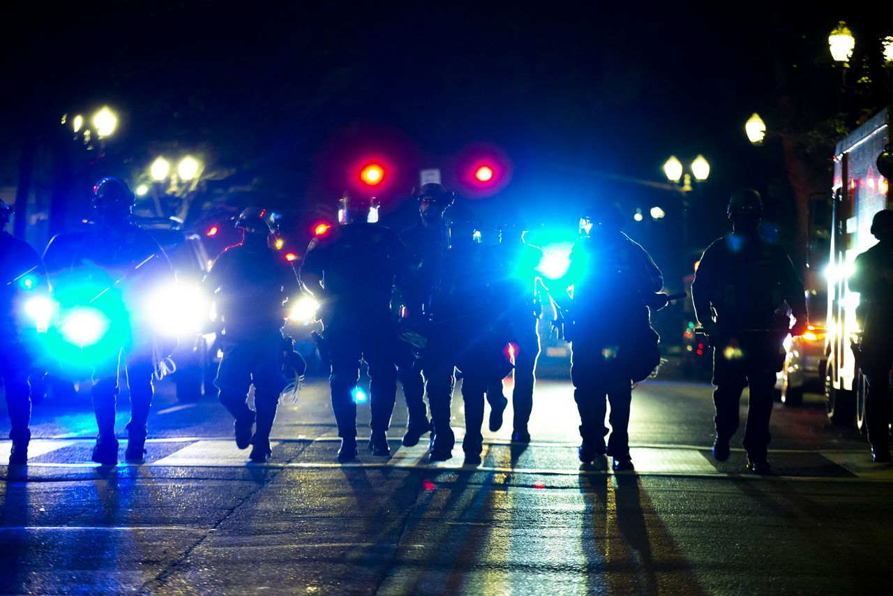 قانون في أوريغون يسمح للشرطة بـ إعلان التجمعات غير القانونية 9 فبراير !