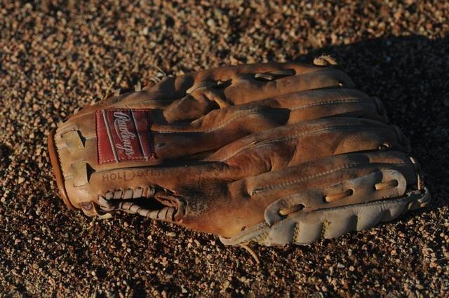 قفازات البيسبول