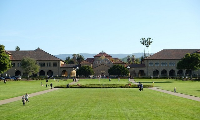 تعد جامعات كاليفورنيا من أفضل الجامعات وأشهرها في الولايات المتحدة