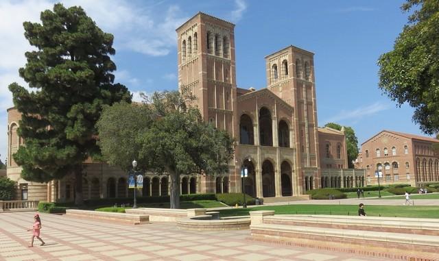 تحتل جامعة كاليفورنيا - لوس أنجلوس المركز الخامس ضمن جامعات في كاليفورنيا