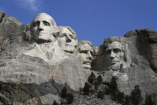 نصب تذكاري على جبل راشمور في واشنطن.