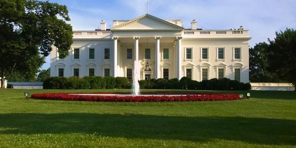 تم تأسيس منصب الرئاسة في 30 أبريل 1789، يُعد جورج واشنطن أول من توّلى نظام الحكم في أمريكا بعد حرب الاستقلال الأمريكية