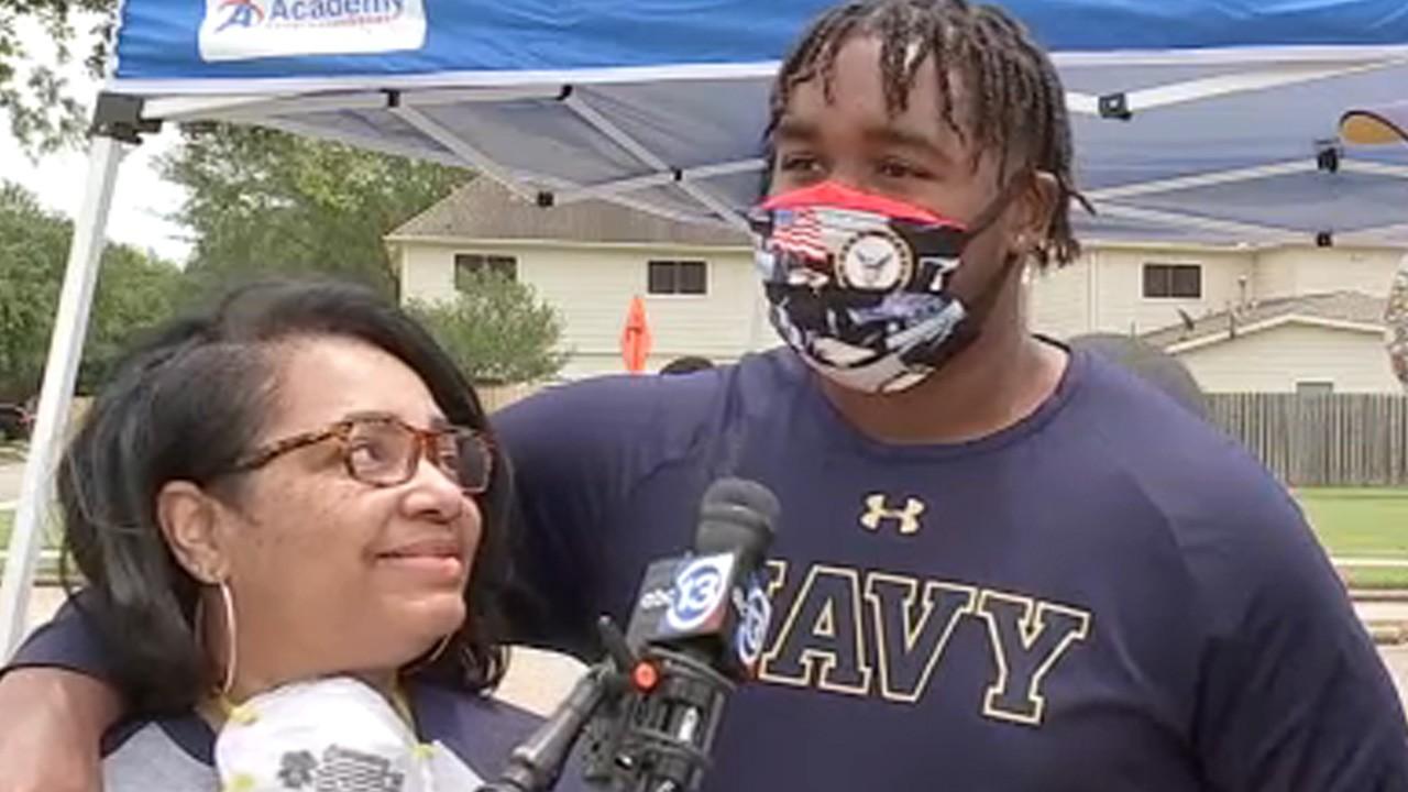 مقتل والدة ضابط في الأكاديمية البحرية الأمريكية في حادث درامي