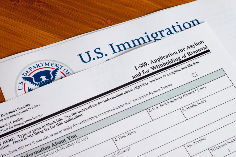 سلبيات اللجوء السياسي في امريكا
