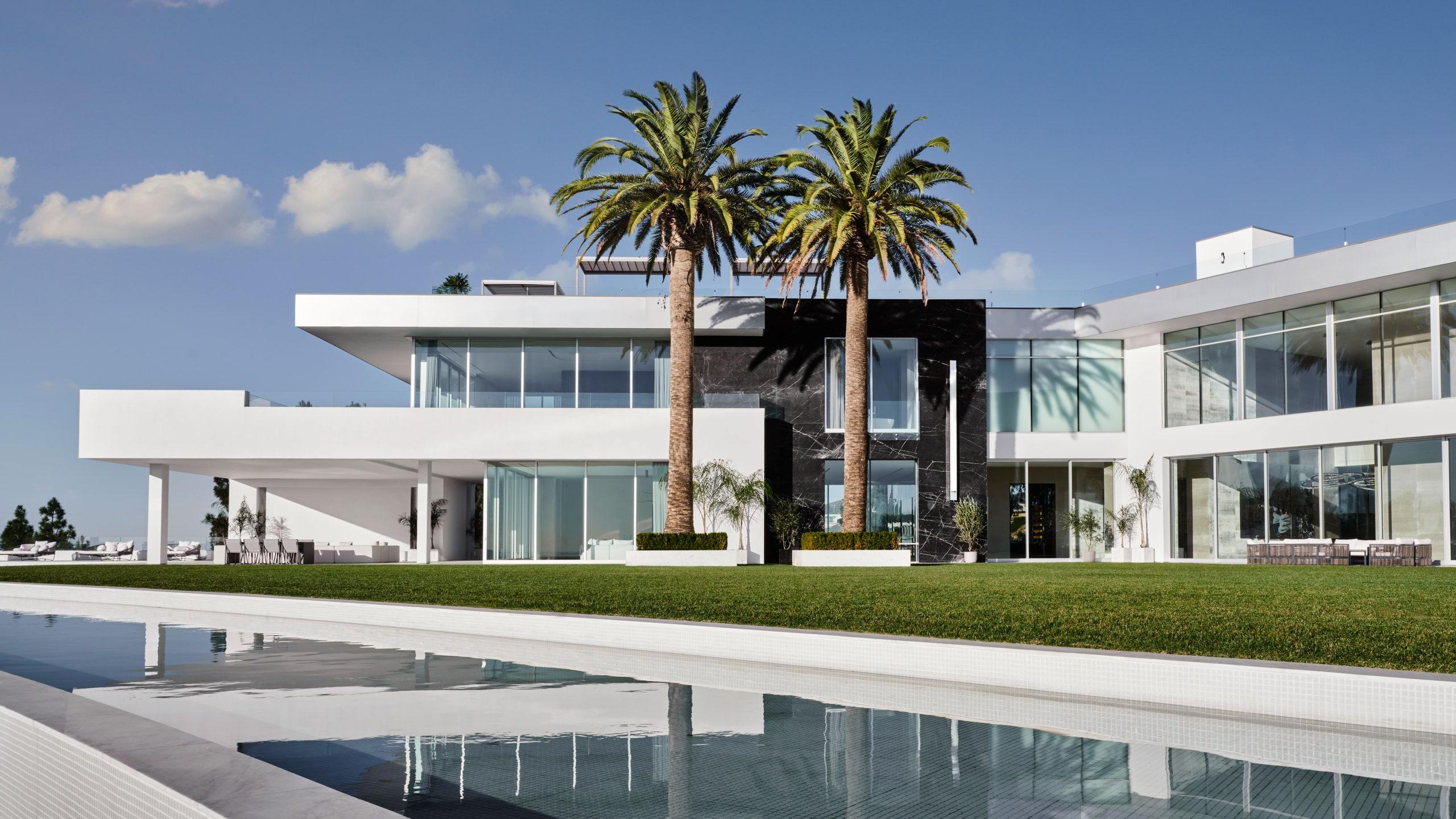لماذا يمتلك الأمريكيون أكبر منازل العالم - اليكم 7 أسباب رئيسية