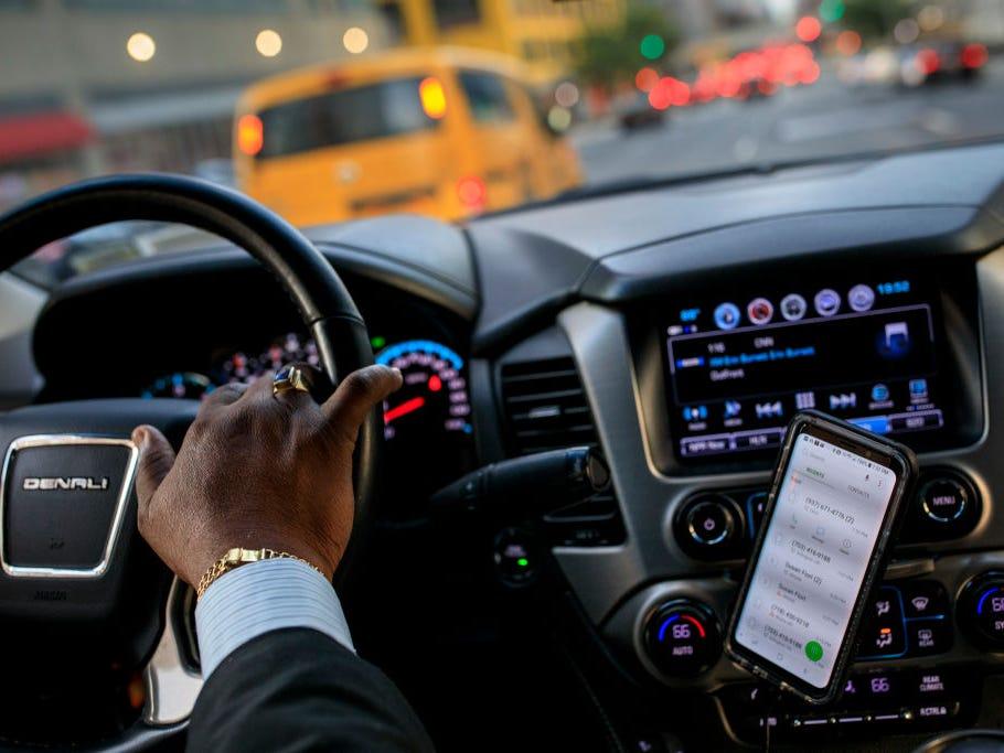 Uber يتعطل في أمريكا ويثير غضب السائقون