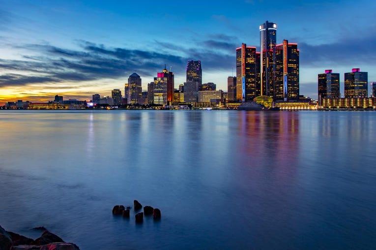أفضل الأماكن للزيارة في ميشيغان صيف وخريف 2021