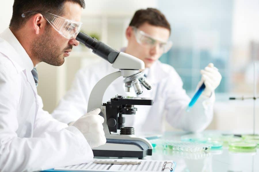 دراسة الكيمياء في امريكا: اسئلة واجابات مهمة و7 مجالات وظائف