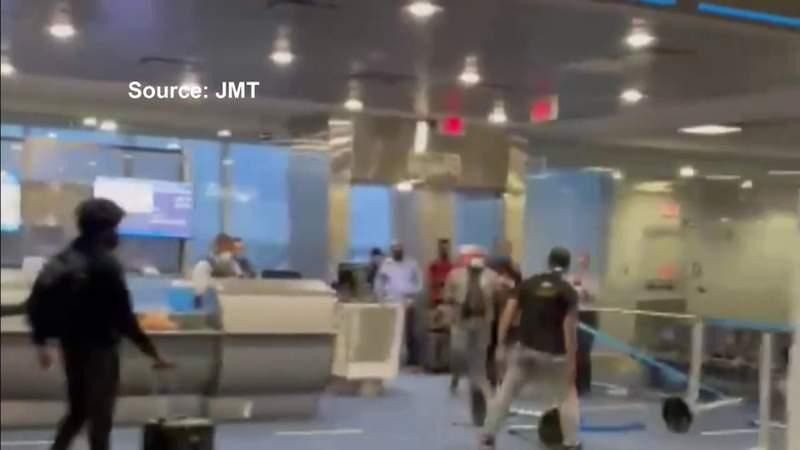 جندي أمريكي سابق يثير الفوضى في مطار ميامي الدولي