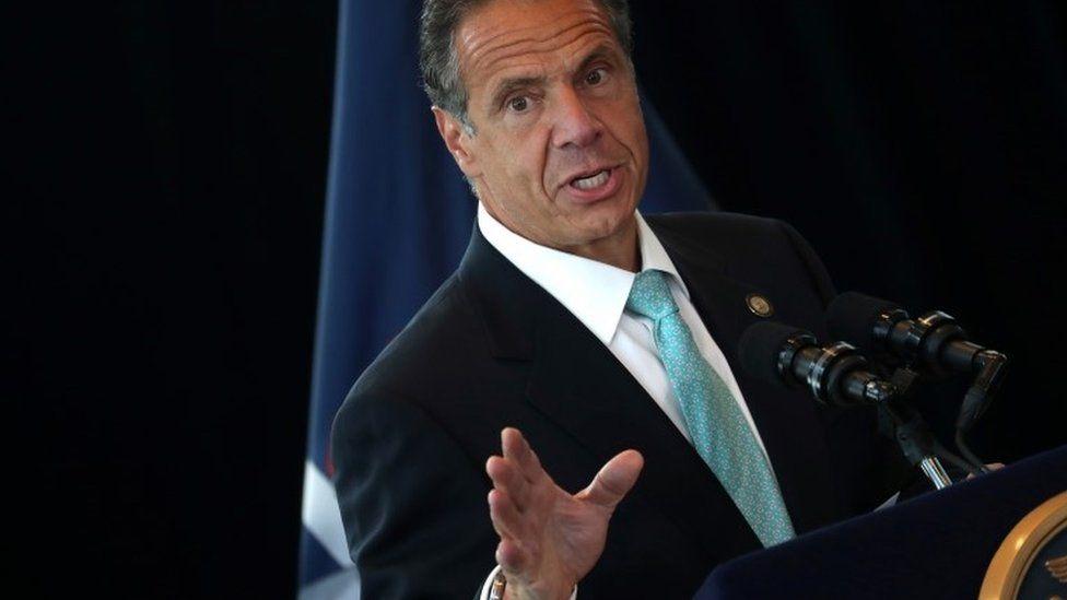 حاكم نيويورك يواجه مزاعم بالتحرش الجنسي مع 11 امرأة