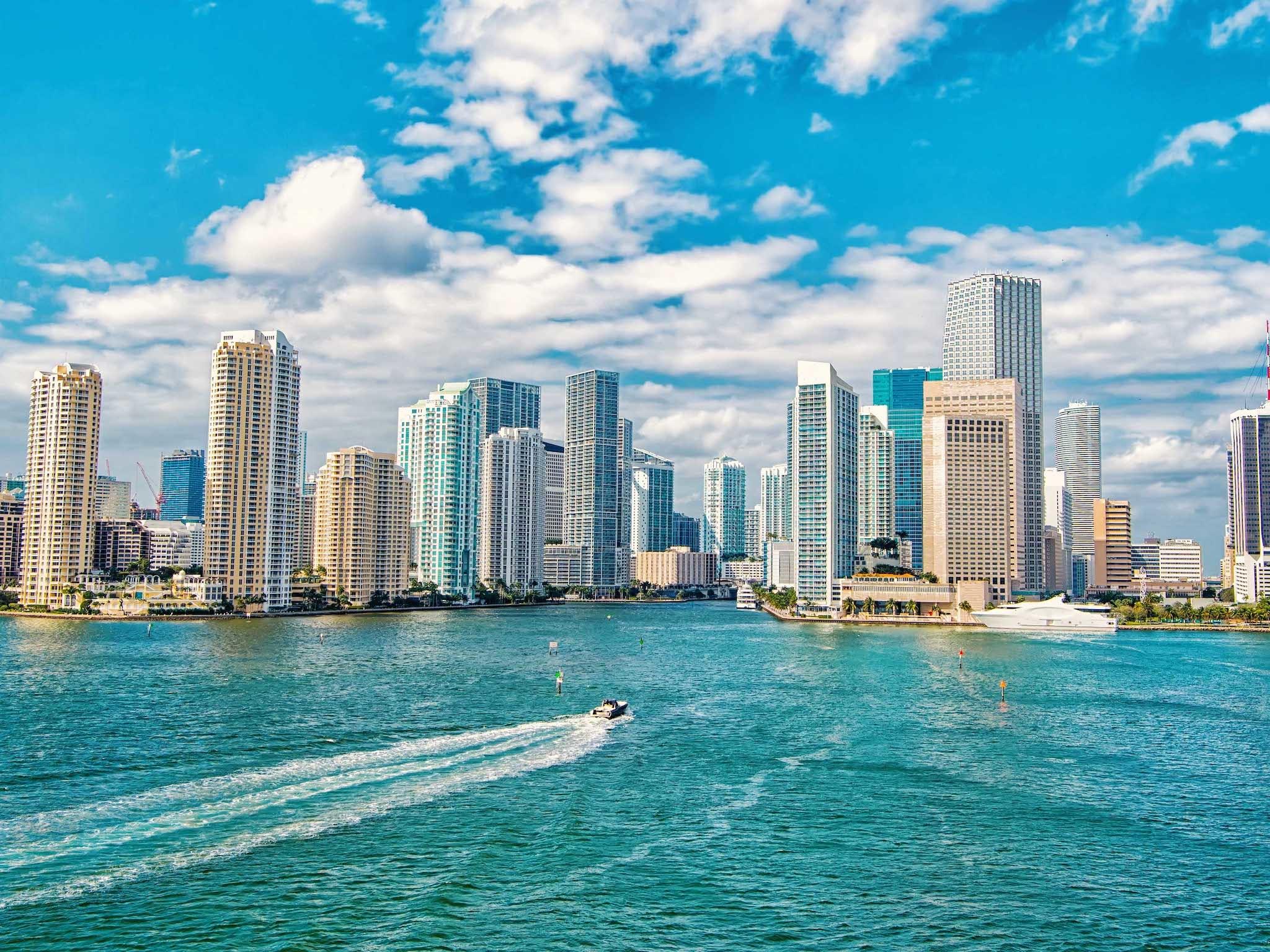 أفضل وقت لزيارة ميامي في 2022 وقائمة الاحداث السنوية في المدينة