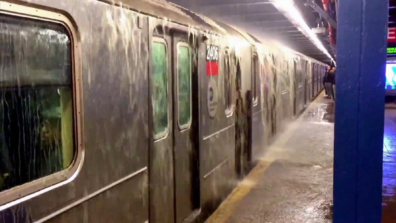 اعصار إيدا يضرب نيويورك ويوقف مترو الانفاق - فيديو