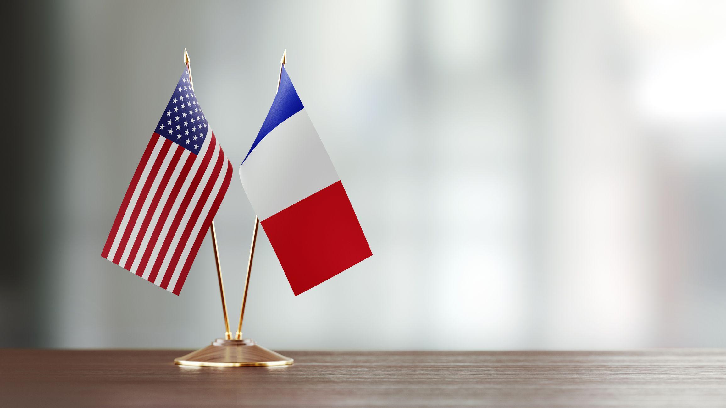 فرنسا تستدعي سفيرها في امريكا بسبب صفقة أسلحة