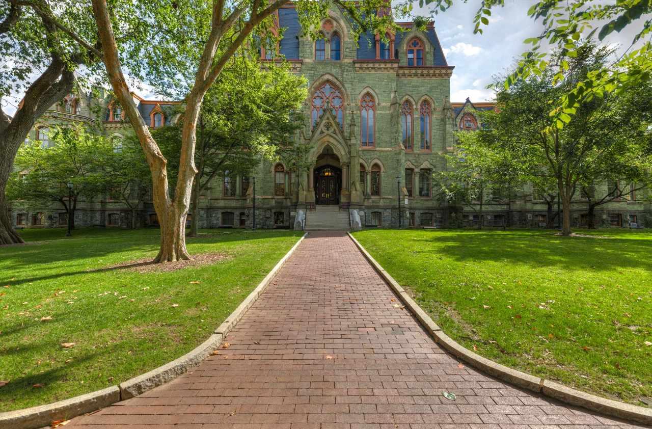 جامعة بنسلفانيا: 4 مزايا و3 عيوب للدراسة بها