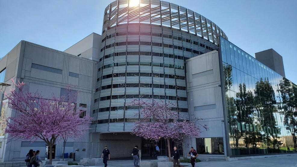 جامعات كاليفورنيا الأقل تكلفة في 2021 - 2022