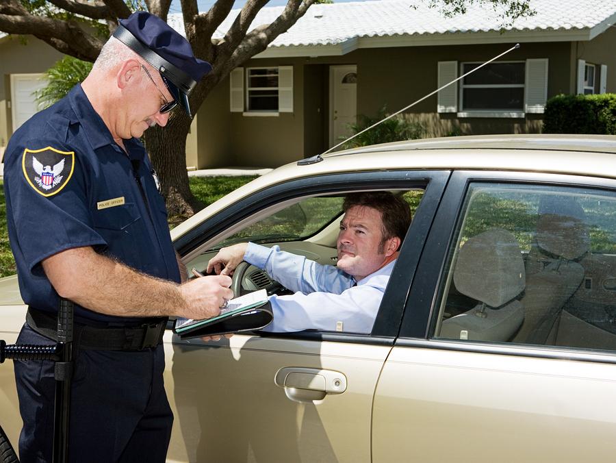 كيف تتفادى غرامات المرور في امريكا - 7 نصائح مهمة