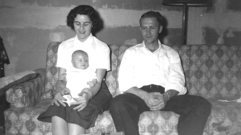 أمريكي يفقد أمه في عام 1963 ويعثر عليها 2021