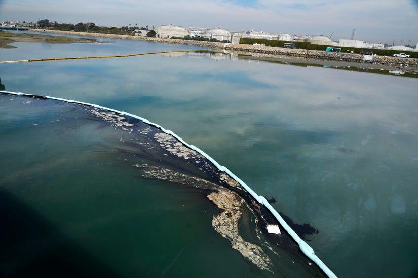تسرب نفطي ضخم في ساحل جنوب كاليفورنيا يهدد بإغلاق الشواطئ